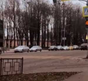 В центре Смоленска на опасном пешеходном переходе поставили светофор