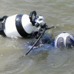 Смоленские водолазы подняли труп со дна водоема