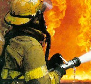 В результате пожара пострадали двое