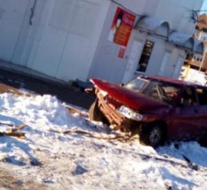 В Смоленской области автомобилист протаранил столб и скрылся с места аварии