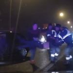 В аварии под Рославлем пассажира без сознания зажало в горящем автомобиле. Автоинспекторы спасли ему жизнь (видео)