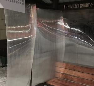 Неизвестные вандалы разломали новые остановочные павильоны (фото)