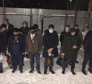 Нелегальные мигранты на двух машинах уходили от погони в Смоленской области