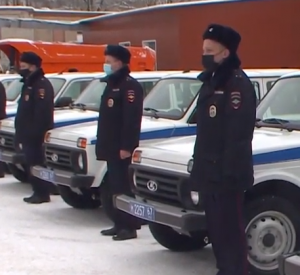 В Смоленске сотрудники полиции получили новые служебные автомобили (видео)