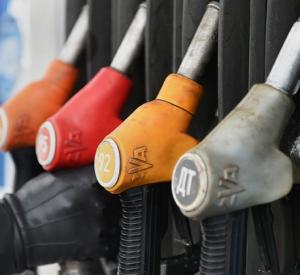 В Смоленской области снова подорожали бензин и дизельное топливо