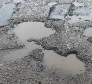 В Смоленске на нескольких улицах ограничат движение автотранспорта из-за ремонта дорожного полотна