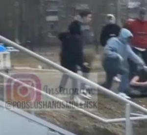 """Возле ТРЦ """"Макси"""" в Смоленске подростки избили сверстника"""