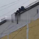 Под Смоленском сняли на видео опасные игры подростков на крыше многоэтажки