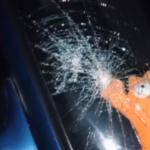 Неизвестные разгромили легковушку в центре Смоленска (видео)
