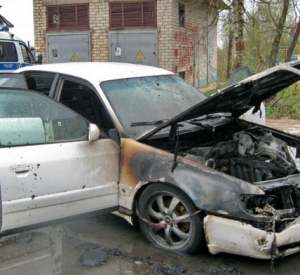 В Смоленске сгорела припаркованная «Ауди»