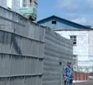 Видео: Замначальника колонии ФСИН Под Смоленском ответит перед судом за мошенничество