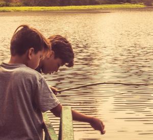 В Смоленске двух маленьких детей спасли из озера в Соловьиной роще