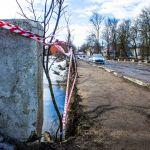 Жители гадают, как скоро развалится ветхий мост