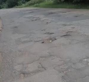 Видео: Смолянка недовольна состоянием дороги в Велижском районе