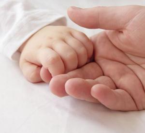 На Смоленщине каждый пятый ребенок появляется на свет вне брака