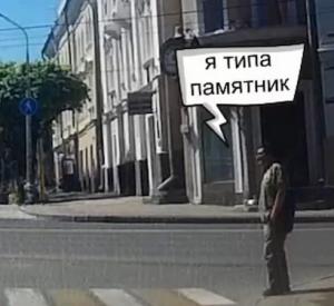 """Видео: Смолянин запечатлел странное поведение мужчины на пешеходной """"зебре"""""""