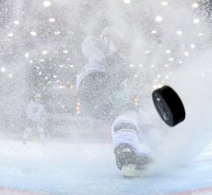В Смоленске хоккейная школа получила новое оборудование на 26 миллионов рублей