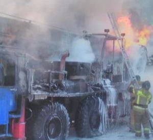 В Сети появилось видео с места, где загорелся автокран