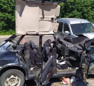 В Кардымовском районе в страшной аварии пострадал водитель (фото)