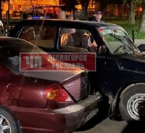 Под Смоленском невминяемый водитель сбил человека, сидящего на лавке