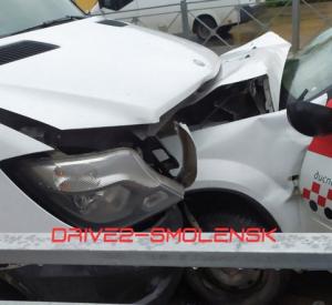 В серьезной аварии в Смоленске пострадали два человека (фото, видео)