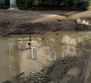 Видео: УЖКХ Смоленска продолжает покрывать недобросовестную подрядную организацию