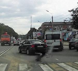 """Момент жесткой аварии на пешеходной """"зебре"""" попал на видео"""