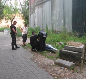 В «Лопатинском саду» произошло грубое задержание  мужчин (фото)