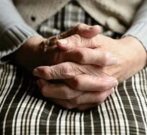Российские пенсионеры начали получать единовременную выплату