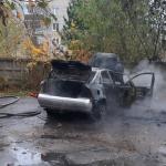 Под Смоленском легковушка загорелась во время парковки (фото)