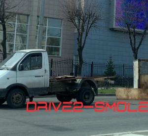 У «Газели» оторвало кузов на оживлённом перекрёстке в Смоленске