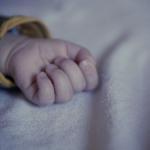 В смоленской больнице умерла четырёхмесячная девочка. Безутешная мать просит помощи