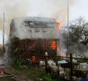 От удара молнии под Смоленском загорелся дачный дом