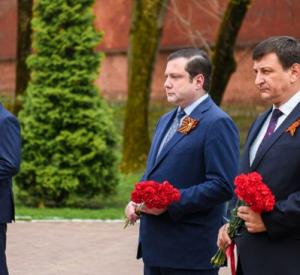 В Смоленске возложили венки и цветы к Вечному огню