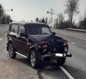 В Смоленской области «Нива» врезалась в большегруз. Есть пострадавшие