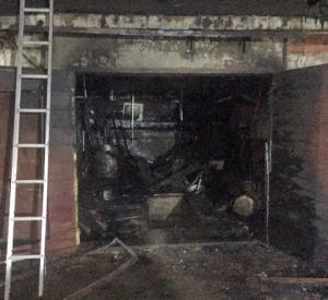 Под Смоленском мужина спалил собственный гараж, ремонтируя мопед