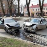 В центре Смоленска произошло лобовое столкновение автомобилей