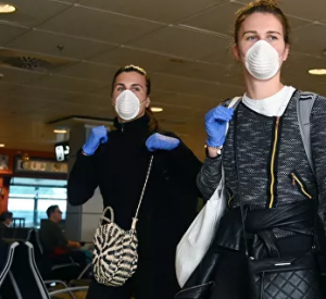 Инфекционист объяснил, что делать при отсутствии медицинской маски