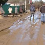 Видео: В Вязьме жители девяти улиц утопают в грязи
