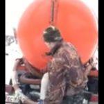 Водитель ассенизаторской машины сливал черную жижу в колодец (видео)