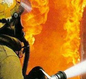 Видео: Короткое замыкание привело к пожару