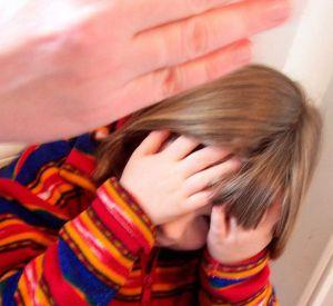 Многодетную смолянку привлекли к ответственности за истязание детей