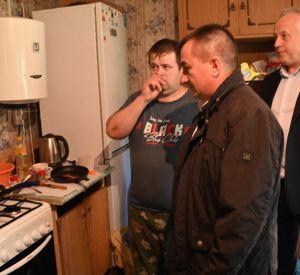 Под Смоленском многодетной семье установили газовую плиту