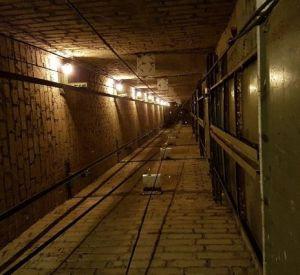 В Смоленске рабочий погиб при падении в шахту лифта