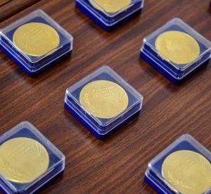 В Смоленске наградили выпускников 11-х классов «За особые успехи в учении»