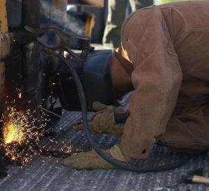Под Смоленском взорвалось колесо трактора и убило рабочего