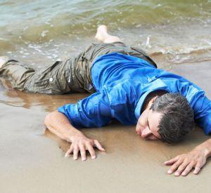 Смоленский росгвардеец спас жизнь отдыхающему на пляже
