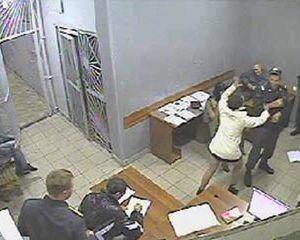 Жительница Смоленска устроила пьяный дебош и напала на сотрудников полиции