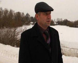 Житель Хиславичского района спас жизнь мальчику, провалившемуся под лед