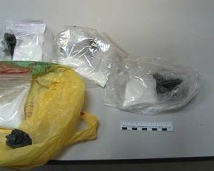 Полицейские обнаружили у жителя Сафонова наркотики и оружие